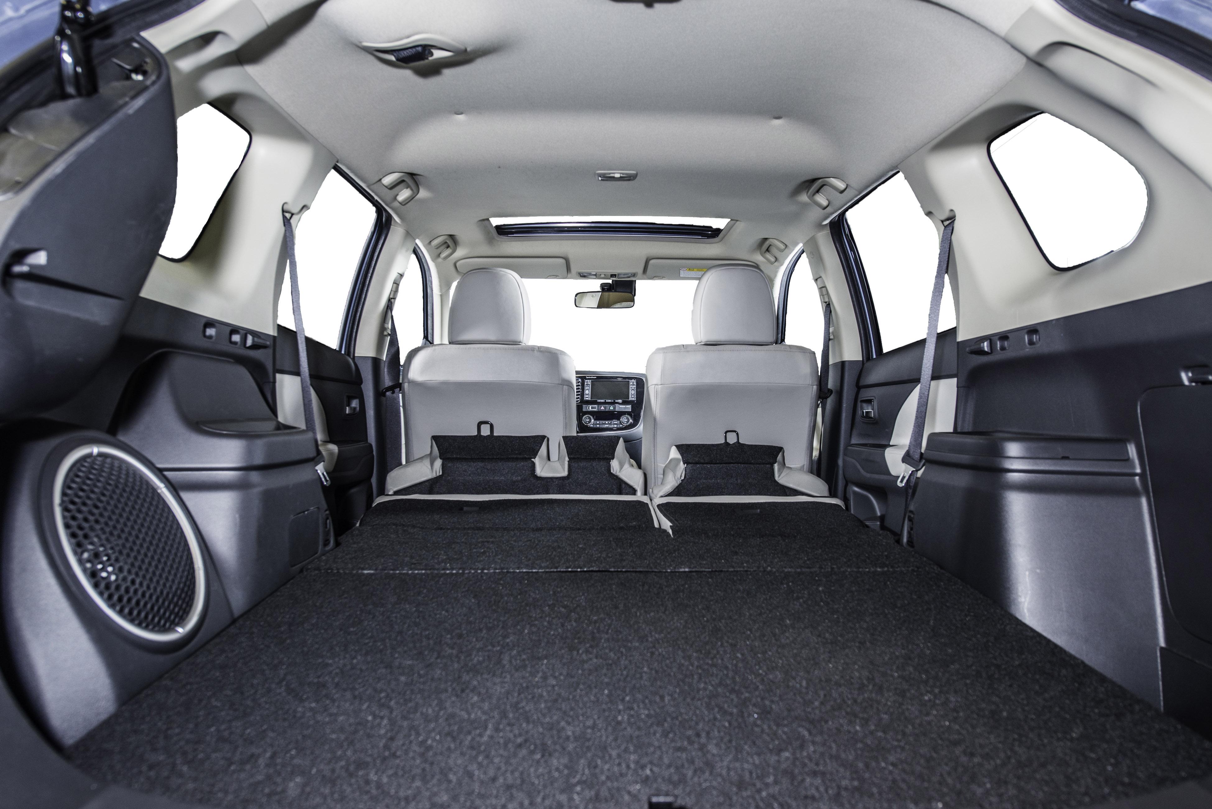 salone di ginevra mitsubishi outlander phev la rivoluzione elettrica in famiglia veicoli. Black Bedroom Furniture Sets. Home Design Ideas