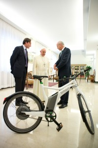 papa francesco-smart ebike