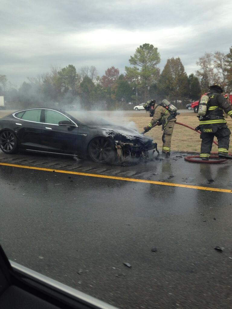 Tesla Model S in fiamme, Tennessee
