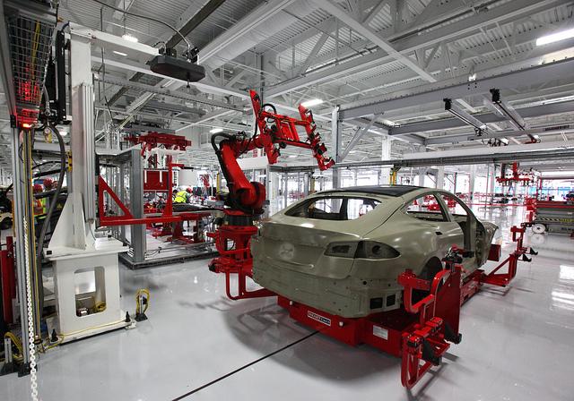 L'assemblaggio di una Tesla Model S