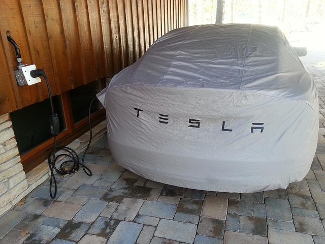 Tesla Model S ricarica domestica -