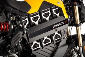 brammo-annuncia-empulse-2014-il-piu-veloce-motociclo-elettrico-al-mondo-prodotto-in-serie-2014_empulse-battery-brackets-tight-1