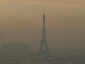 Parigi invasa dallo smog - photo credit: D€NNI$ via photopin cc