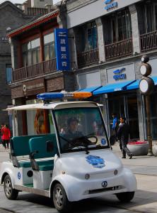 Un veicolo elettrico usato dalla polizia cinese - photo credit: 82Gab via photopin cc