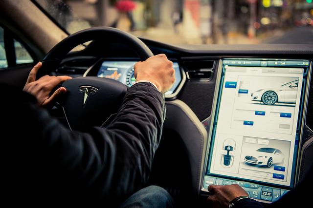 Tesla motors 3 anni per l 39 auto che si guida da sola for L auto che si guida da sola