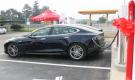 Supercharger Tesla. Ricaricati nel tempo di un caffè