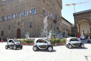 La flotta interna dell'amministrazione comunale può contare sullo sharing di veicoli elettrici: sono stati infatti acquistati 53 Twizy elettrici che andranno a sostituirealcuni vecchi veicoli del parco mezzi comunale