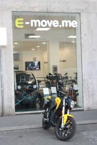 Il concept store di E-move.me brilla in via Santa Maria alla Porta, tra Sant'Ambrogio e il Castello Sforzesco, in centro a Milano