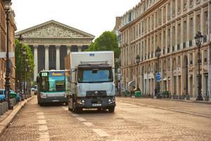 Renault Trucks D è in fase di test in condizioni di reale utilizzo dalla società Speed Distribution Logistique che lavora per l'azienda Guerlain