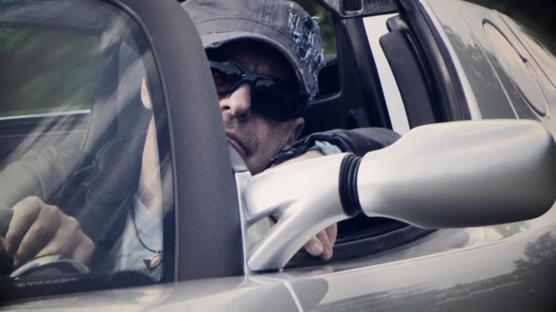 Vasco Rossi sulla Tesla Roadster - Screenshot dal video di Cambia-menti via vascorossichannel on Youtube