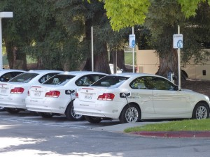 Auto elettriche nei parcheggi di Google in California