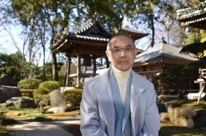 Il monaco buddista giapponese Wasei Hirai, primo proprietario di una Nissan Leaf