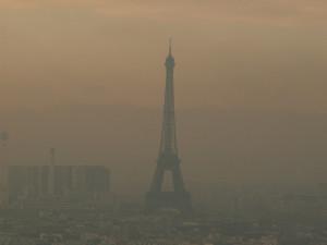 Parigi invasa dallo smog - photo credit: D€NNI$ via photopin cc