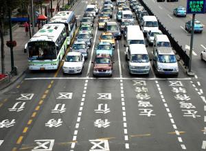 """Traffico in Cina - photo credit: SmokingPermitted - """"Cosa sono? La bambina dei no"""" via photopin cc"""
