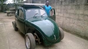 Segun Oyeyiola ed il Maggiolino elettrico solare - Image via Reddit