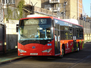 BYD bus elettrico a Londra - photo credit: wirewiping via photopin cc